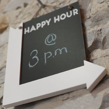 Trivera Happy Hour @ 3pm sign with arrow